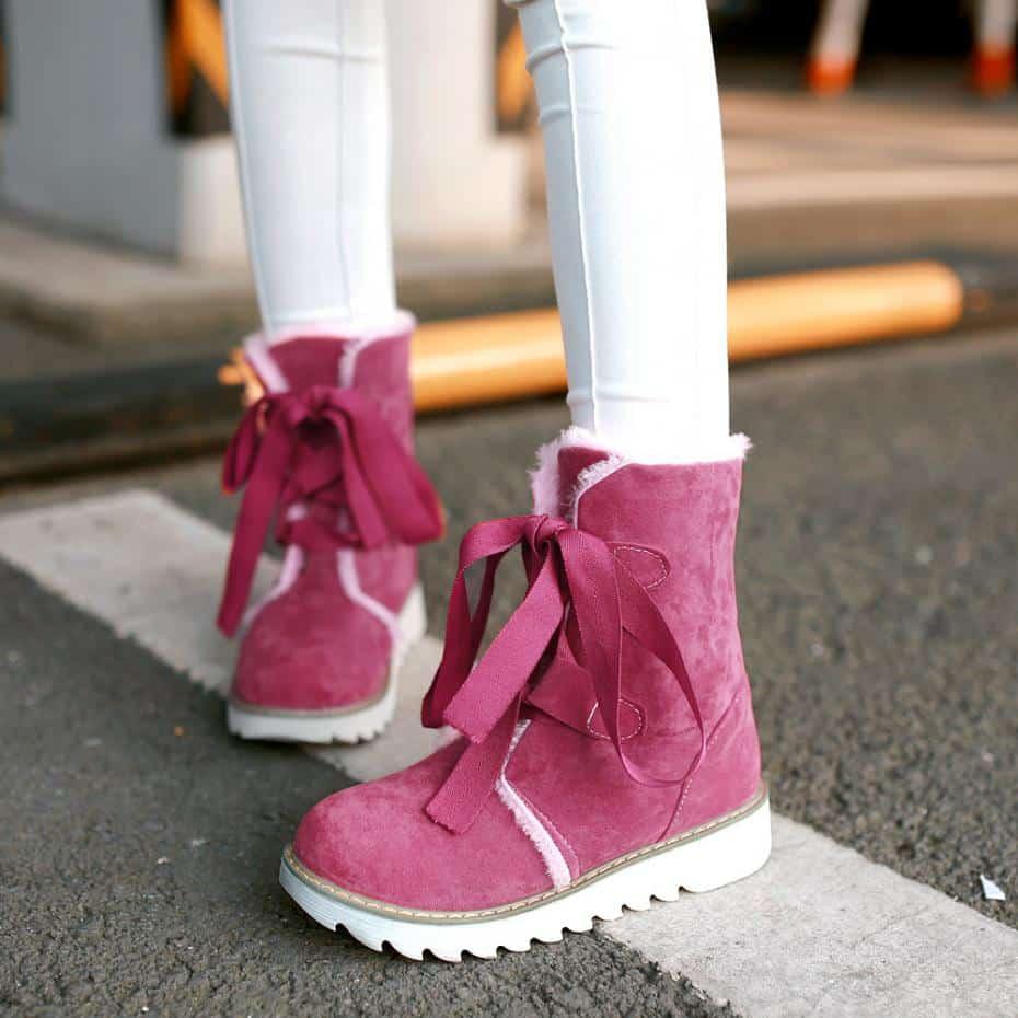 صور أحذية أطفال على الموضة لفصل الشتاء متنوعة